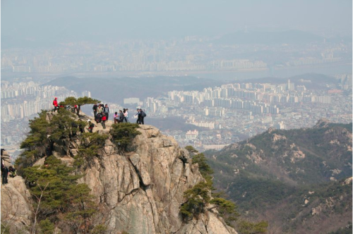 Contrary to popular belief, I do like hiking. This is my favorite hike in Seoul. #nature girl 5000 #seoul