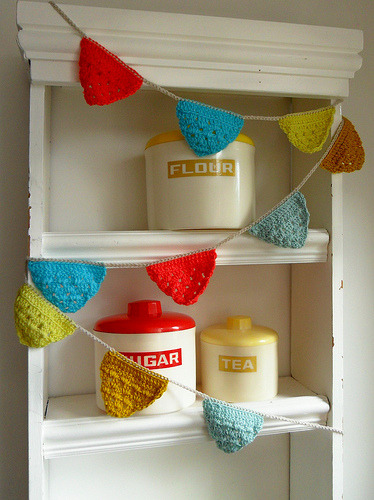 daintyloops:  Crochet garlands - new colours (by Teawagon)