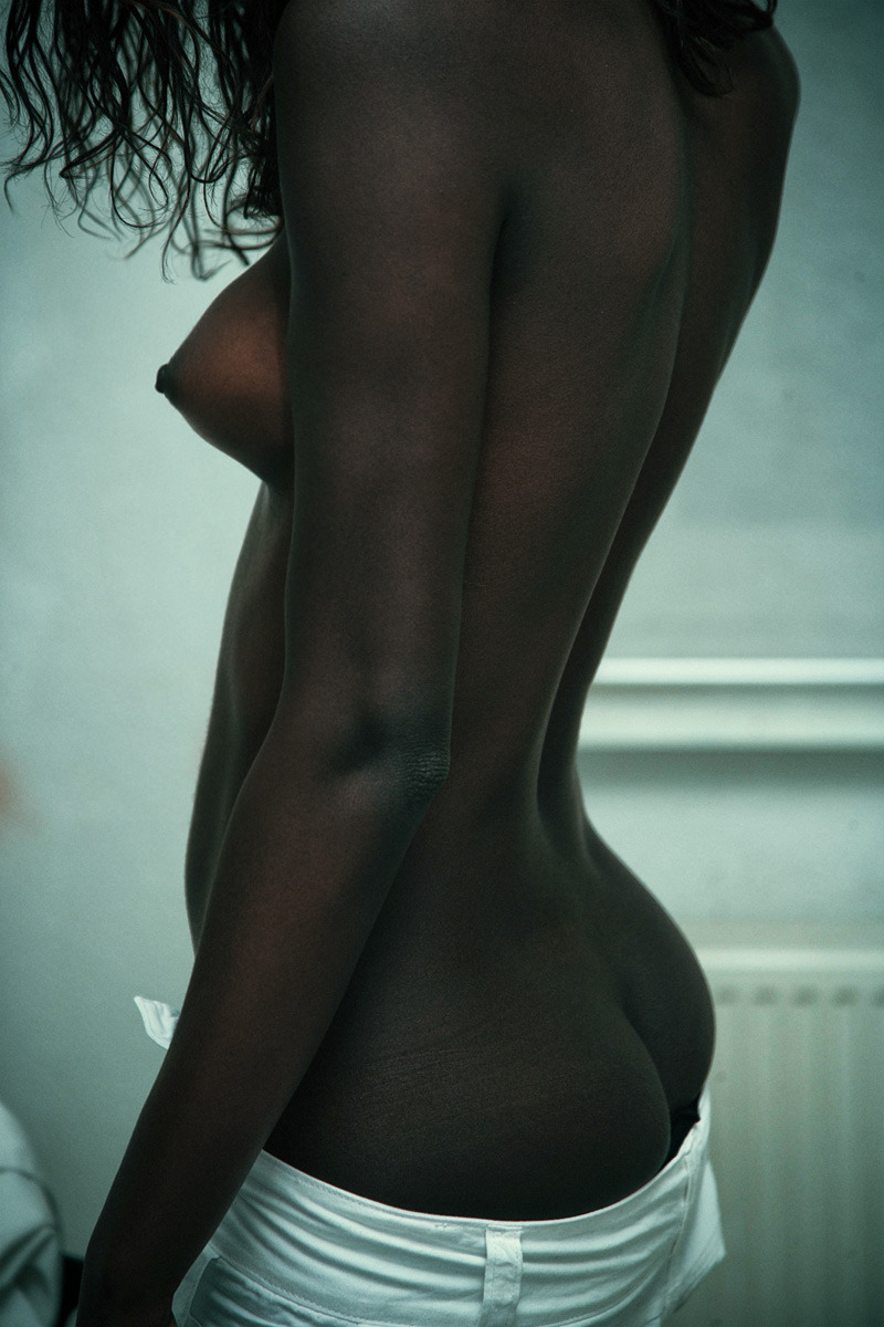 ohnomysweet:  I love dark skin in general but this woman in particular has beautiful skin. I love to bits of red poking through the brown. It's like someone dusted her with chocolate. Very much in love. I wish I knew more about her so I could appreciate her for more than just her skin.