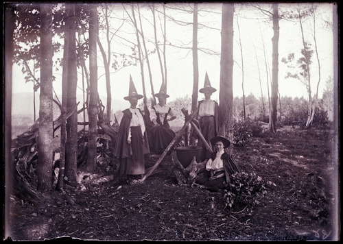 Cute bunch of four (Edwardian ?) Witches around a giant cauldron