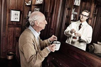 "flavorpill:  Photographs of elderly people paired with ""reflections"" of their younger selves, by Tom Hussey."