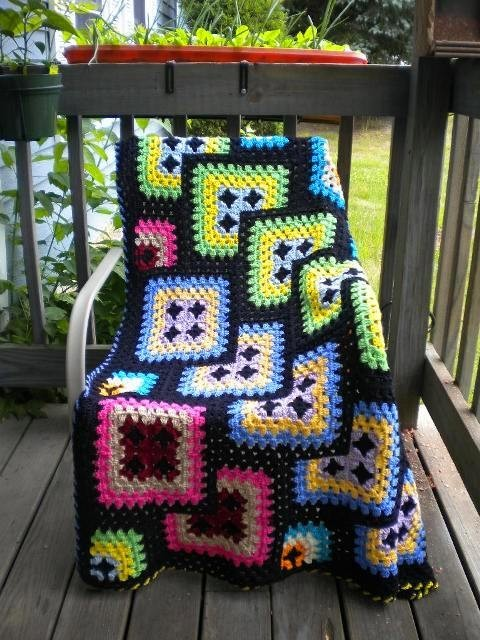 cajunmama:  (via Crochet Afghan Granny Square Black Geometric by by Kraftii1 | Craft Juice)