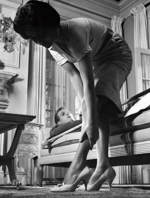 Elizabeth Taylor and Paul Newman in Cat on a Hot Tin Roof (1958, dir. Richard Brooks)  (via)