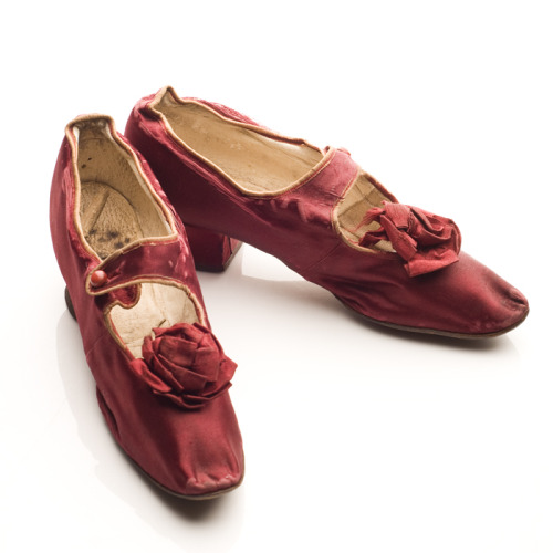 Maroon satin shoes, 1880s. These stylish pumps bear a single buttoned strap across the instep, a satin rosette ornamentation and covered knock-on Louis heels. This pair was worn by Mrs. William Turner Jackson (1846-1900) of Gainesville, Florida.  She may have worn these with an elegant dress of similar color and fabric. Note: this week every day is Textile Tuesday in celebration of Charleston Fashion Week! TEXTILE TUESDAYS: Each Tuesday we post a piece from our textile collection.  Some items have been on exhibit, some will eventually be shown in our new Historic Textiles Gallery and some may be just too fragile to display. We hope you enjoy our selection each week – do let us know if there's something in particular you'd like to see on TEXTILE TUESDAY! #TextileTuesday