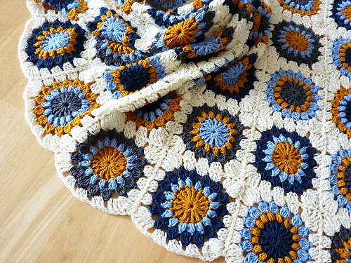 daintyloops:  finished! granny square blanket (by morgenrosa)
