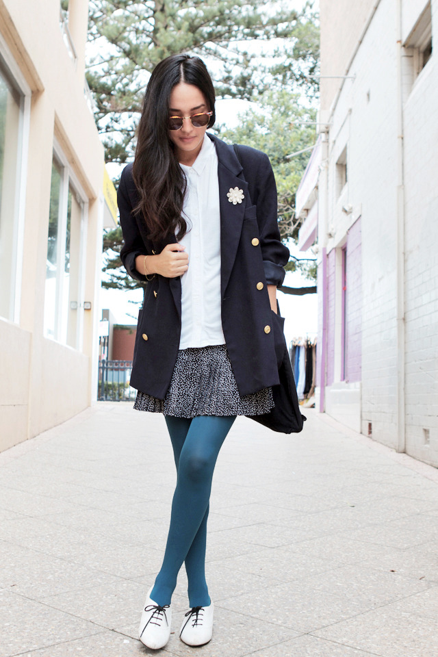 Blue tights + boyfriend blazer.