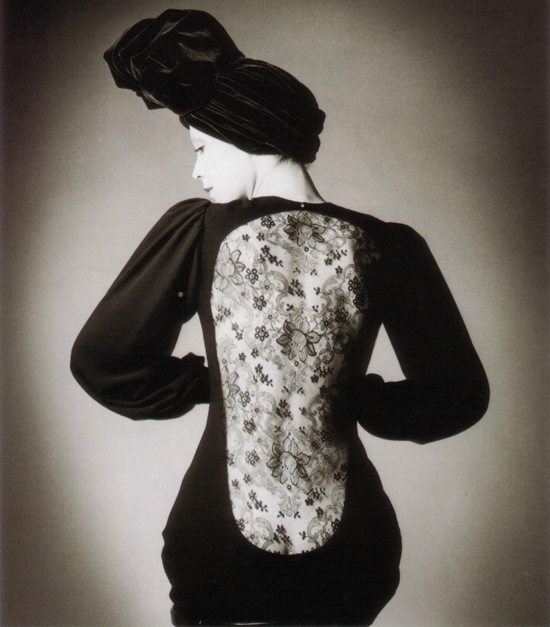 billyjane:  Robe Yves St Laurent, Vogue, Paris ,1970 by Jeanloup Sieff via Éclectique