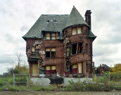 These photos of Detroit are heartbreaking and beautiful all at the same time.