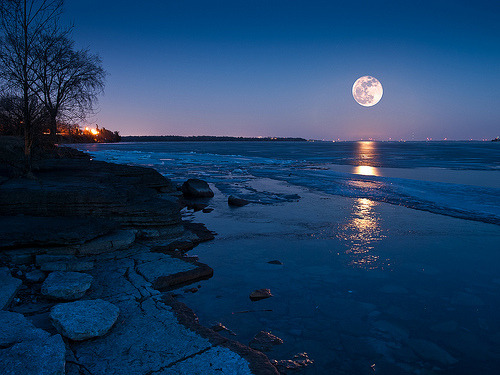thevoicewithoutaface:  Supermoon (by jj8rock)