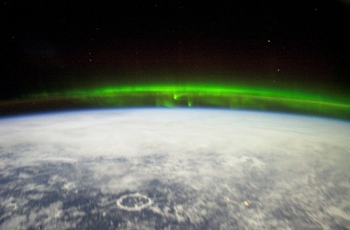 Image from the ISS, and from scienceblogs.com/ Well, this is certainly a new site for me.And I'm loving it :D … I don't have to pay royalties for saying that, do I?    I really really really really want to see the Aurora Borealis/Australis before I die.