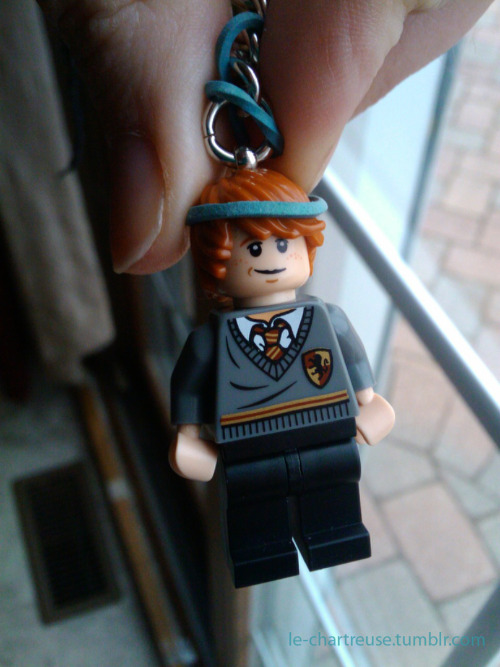 le-chartreuse:  My lego Ron keychain.  I added the blue headband; I thought it was a nice touch.  :P  This is quite possibly the awesomest thing ever.