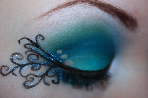 makeupftw:  theshapeinthedark.tumblr.com