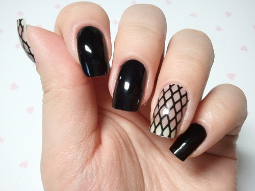 click through for tutorial (in my korean blog) skinny nail patch