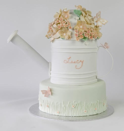 (via Save the Date for Cupcakes: Garden Watering Can Cake)