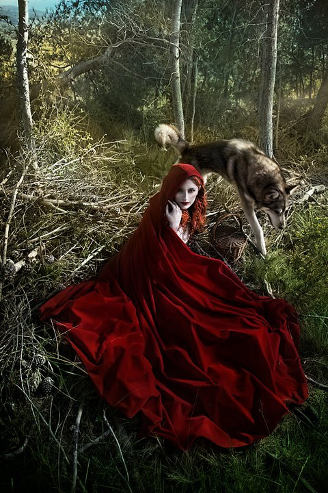 Red Ridding Hood by El Costurero Real