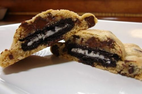 missjia:  oreo stuffed chocolate chip cookies
