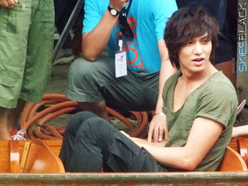amool2sakl8:  OMG ,!! #LeeMinHo When he was shooting #CityHunter in Thailand .!  How handsome he's .!! :3'