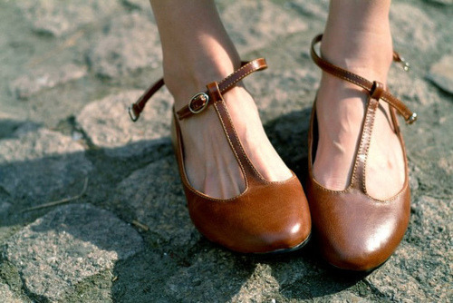 thatkindofwoman:  Does anyone know where I can get a pair of shoes like this?