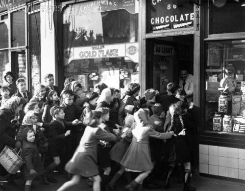 ameliacarina:  The day sweet rationing ended in Britain, 1953.