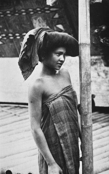 Portrait of a young Karo Batak woman ca. 1910-1930