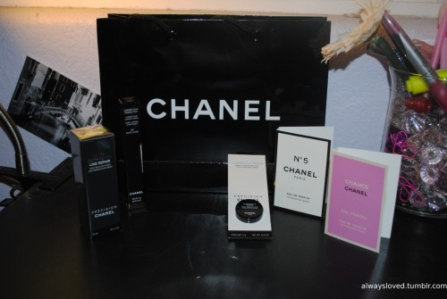 Here is a few things that I purchased while I was at the show: Chanel: correcteur perfection concealer, ultra correction line repair eye cream samples (that came with the purchase): chance & N°5, Hydramax +Active creame