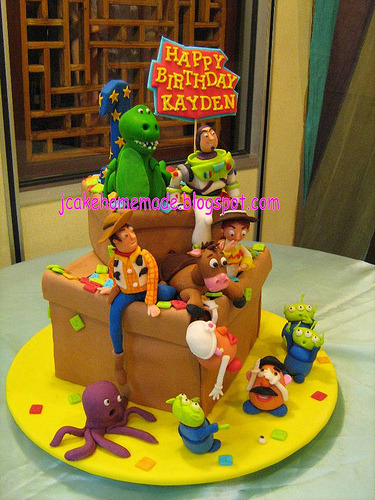 Toy Story great escape (by Jcakehomemade)