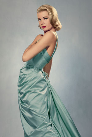 a-harlots-progress:  vintageprecious:  Lovely Grace Kelly in knock out gown ♥  <3