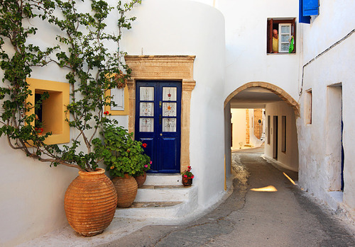 sunsurfer:  Narrow Street, Kythira, Greece  photo by cretense