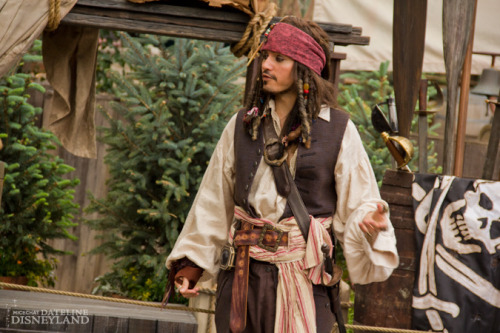 Captain Jack is back out for meet and greets at Disneyland.  This… this makes me really happy :D  I missed having that lovable rouge in the park messin' with people. *will save her Sparrow Tales for another entry*