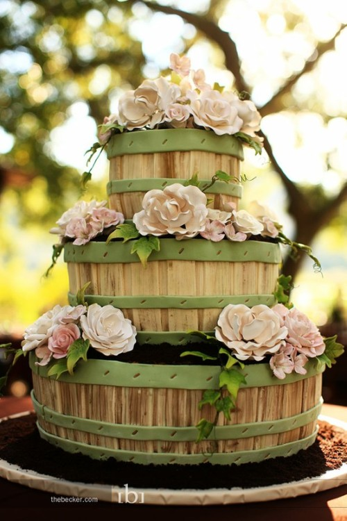 lovelyolivia:  countrygirlwedding:  This will be my wedding cake <333   Adorbs!