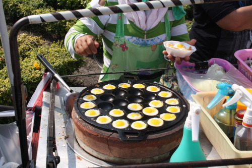 Eggs for Breakfast, anyone? (Bangkok street vendor, J&L's Asian Adventure)