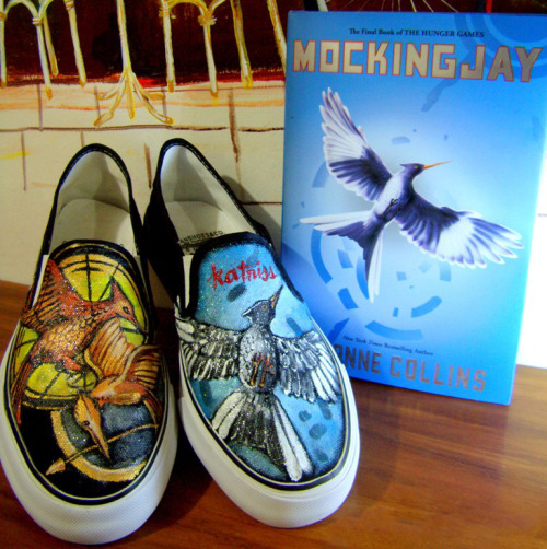 hungergames:  paintingflowerssxo:  WHERE CAN I OBTAIN THESE!?!?!?!?!?  Click the picture or go to http://www.etsy.com/listing/64608478/the-hunger-games-trilogy-on-vans  DUDE, I want these!!! hahaha :)