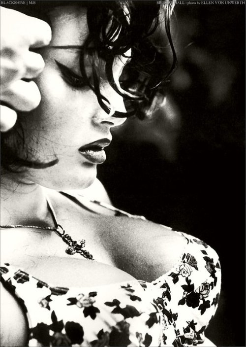 pussylequeer:  Bridget Hall photographed by Ellen von Unwerth