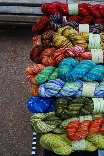 I want! daintyloops:  yarn (by pes.de.pato)