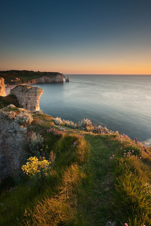 thevaultofbeauty:  Sea, Cliff and Sun