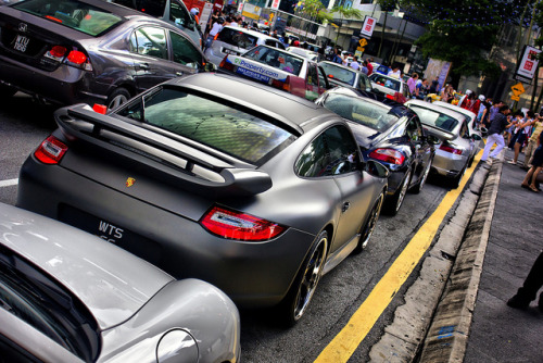 carpr0n:  Follow the Yellow Line Starring: Porsche, Porsche, Porsche (by r3)