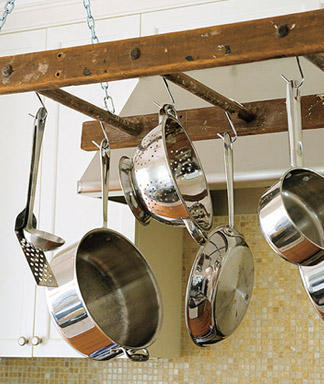 DIY Ladder pot rack (via Woman's Day)