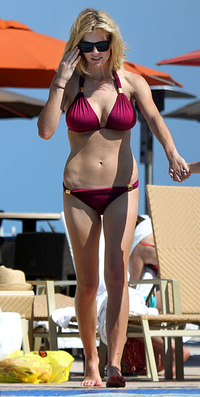 An amazing unphotoshopped photo of Brooklyn Decker in a bikini. I love this girl.   (via Bikini-Clad Brooklyn Decker Debuts Short New 'Do - Style & Beauty - UsMagazine.com)