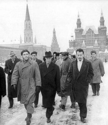 lordofeverything:  Che in Moscow… I want to go there soon.  Fuckin Commies… Gotta love 'em