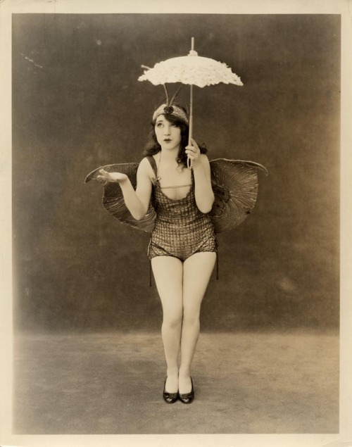 Man, that is cute! glamorpuss:  1920's Follies girl