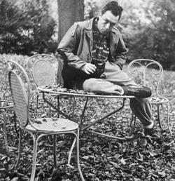 Albert Camus and his kitty, les étrangers.