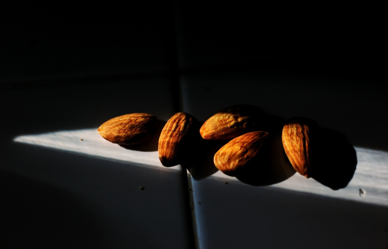 Quick Bite. Raw Almonds.