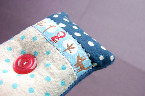 apotospitimou:  Little Red Riding Hood Pincushion (by Tiny House)