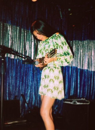 pazarazzi:  Charango!  Paz Lenchantin was probably my first serious music crush. One of my goals in life is to marry her. Seriously.