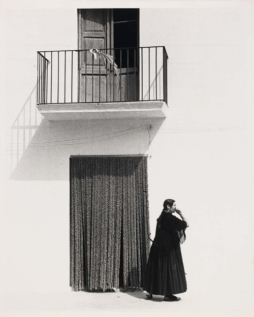 luzfosca:  Todd Webb Ibiza Woman Before Curtain, 1951