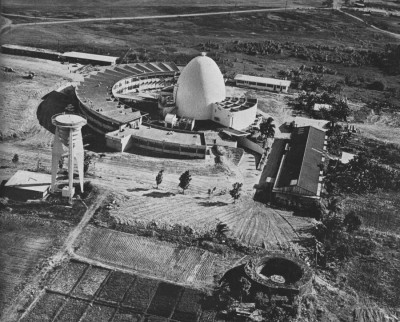 flyingjeepney:  Going Nuclear circa 1960s: This arc-shaped nuclear laboratory building, designed by Architect Cresenciano de Castro, was the first nuclear research laboratory in the country, under the Philippine Nuclear Research Institute (PNRI). PNRI's main facility was originally a nuclear research reactor, subsequently modified and finally shut down since 1988. via arkitektura.ph
