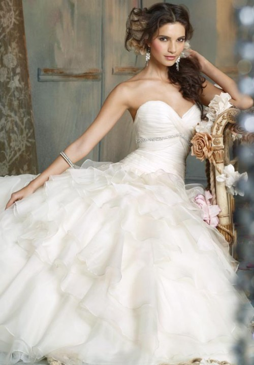 Romantic Organza Ruffle Wedding Gown (via bridalblissdesigns)