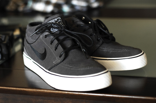 April Pick Up : Janoski Mids