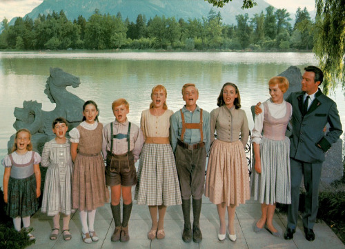 DAY 08 - A MOVIE THAT YOU'VE SEEN COUNTLESS TIMES the sound of music growing up this is the film that I remembered watching the most, also it has an amazing soundtrack!!!