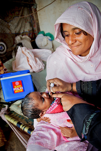 PAKISTAN: Photo of the Week on Flickr.Pakistan, 2011: A health worker vaccinates an infant against polio during Polio National Immunisation Day (NID) in Sherpow in Landhi town, Karachi Pakistan. Twenty four new polio cases have been reported in 2011. The Ministry of Health, WHO, UNICEF and other partners are holding the Sub-National Immunization Days across Pakistan on April 5-7. For the countrywide polio effort, UNICEF is taking the lead on public advocacy, social communication and vaccine supply management.  1 April 2011 © UNICEF Pakistan/2011/Asad Zaidi